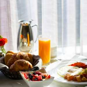 breakfast-at-hotel-picture-id623177652
