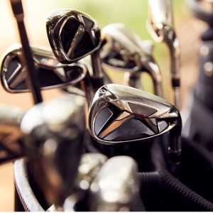 close-up-of-clubs-in-bag-on-golf-buggy-picture-id1197869225