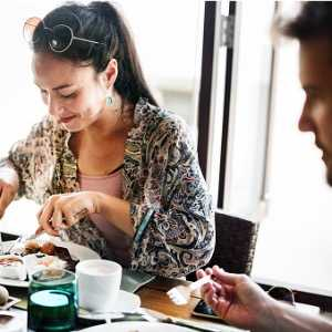 couple-eating-a-hotel-breakfast-picture-id964122952