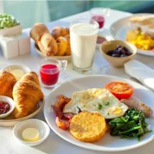delicious-breakfast-picture-id492301737