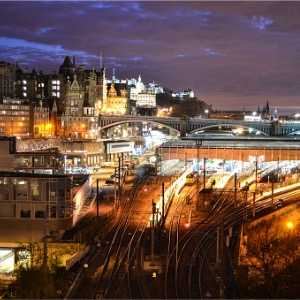 edinburgh-waverley-and-castle-at-sunset-picture-id472278218