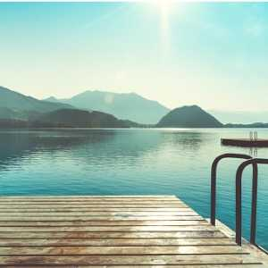 wooden-jetty-for-swimming-picture-id1038116486